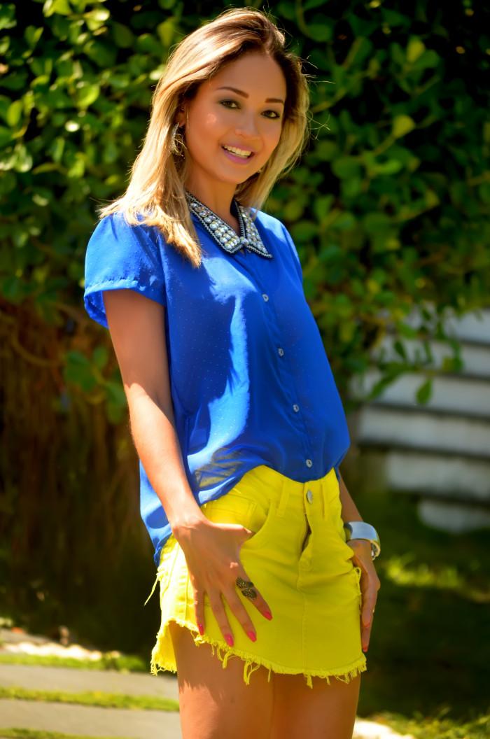 Look do Dia: Camisa Azul e Sainha Amarela!