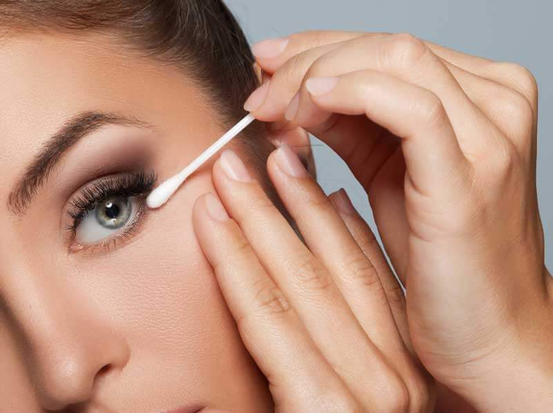 Truques de Maquiagem Com Cotonete
